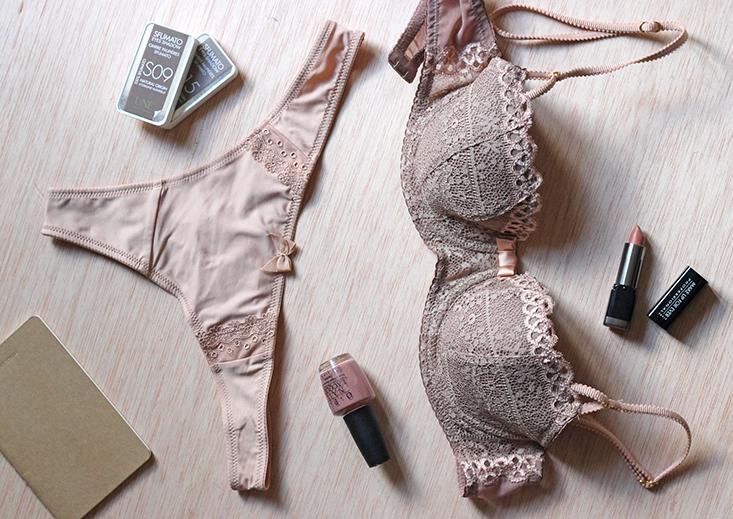 lingerie-nude