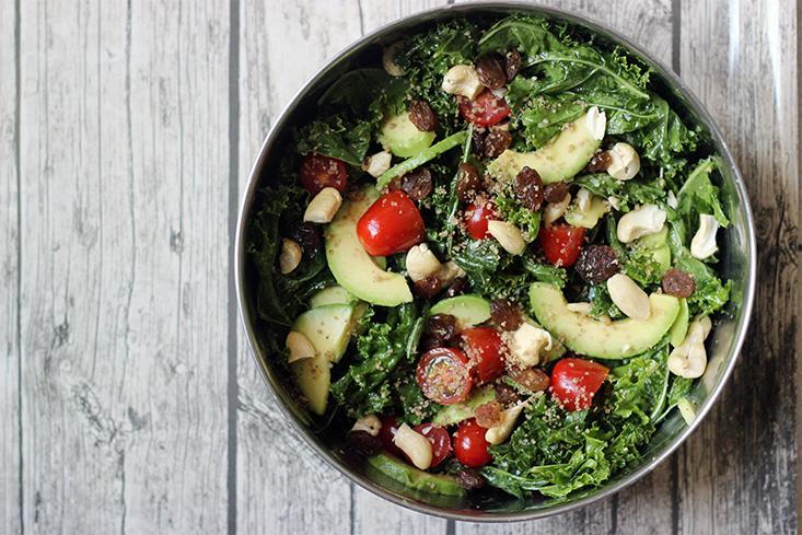 salade-kale-avocat-raisins-sesame2