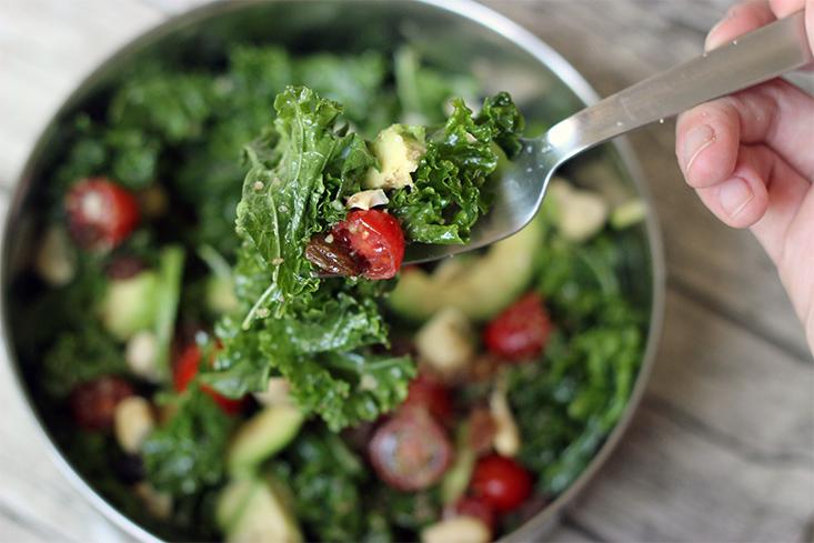 salade-kale-avocat-raisins-sesame5