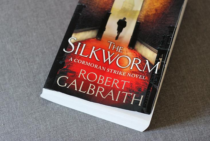 revue-roman-the-silkworm3