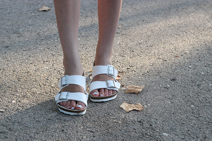 look-minimaliste-birkenstock-blanches7