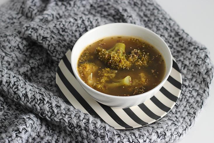 soupe-thai-brocoli-vegan