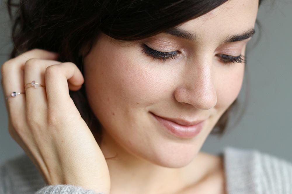 Maquillage nude et lumineux avec des produits naturels - Mango & Salt