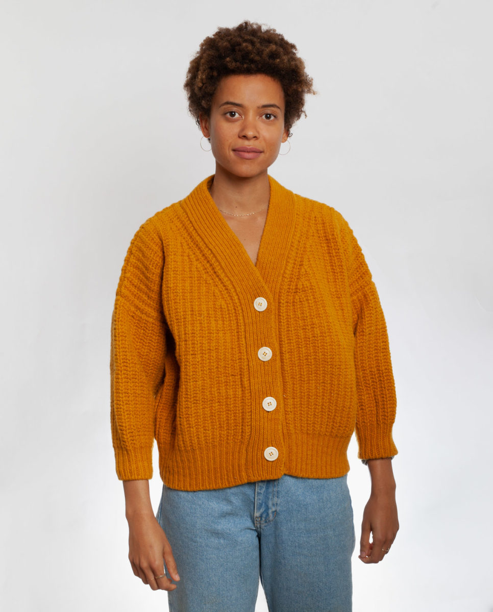 cardigan-woman-no19-mini-ochre-0002-966x1200